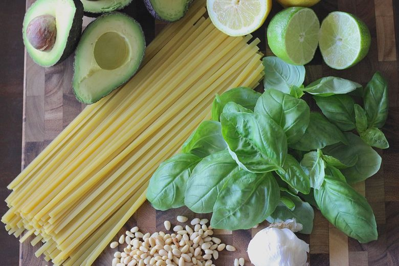 Avocado Pesto Linguine ingredients.
