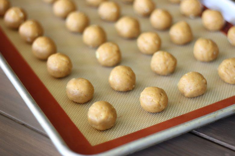 Pumpkin pie balls on a baking sheet.