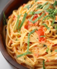Creamy Roasted Red Pepper and Spinach Linguine