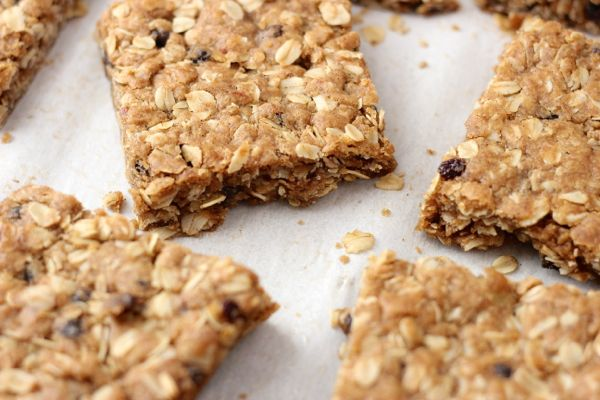 Brown Butter Oatmeal Currant Cookie Bars