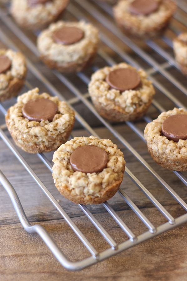 Rolo Oatmeal Cookie Cups on a cooling rack.