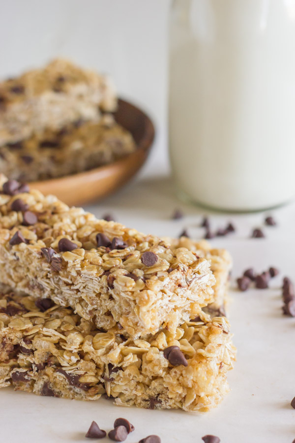 Chewy Chocolate Chip Granola Bars {Copycat Quaker}