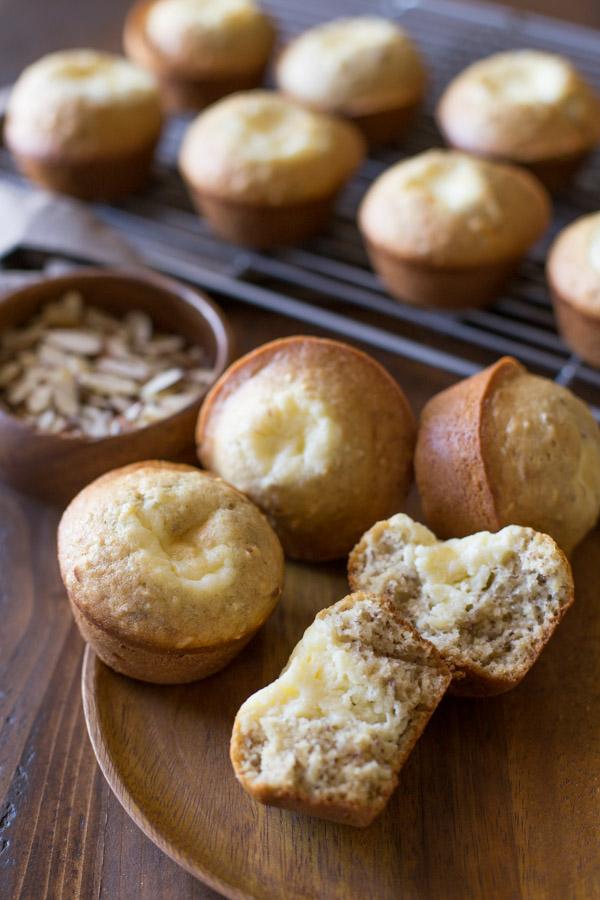 Banana Cheesecake Muffins