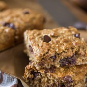 Whole Wheat Oatmeal Chocolate Chip Snack Bars - Perfect for a quick and healthy breakfast, packing lunch boxes, or afternoon snacks.